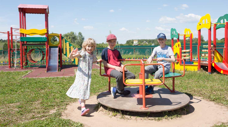 детская площадка, дети в деревне