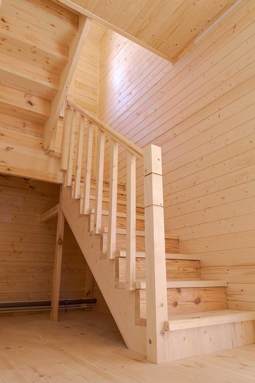 лестница в доме, деревянная лестница